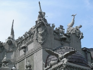 C:\Users\Админ\Desktop\1280px-Architectural_details_on_House_with_Chimaeras_2007.jpg