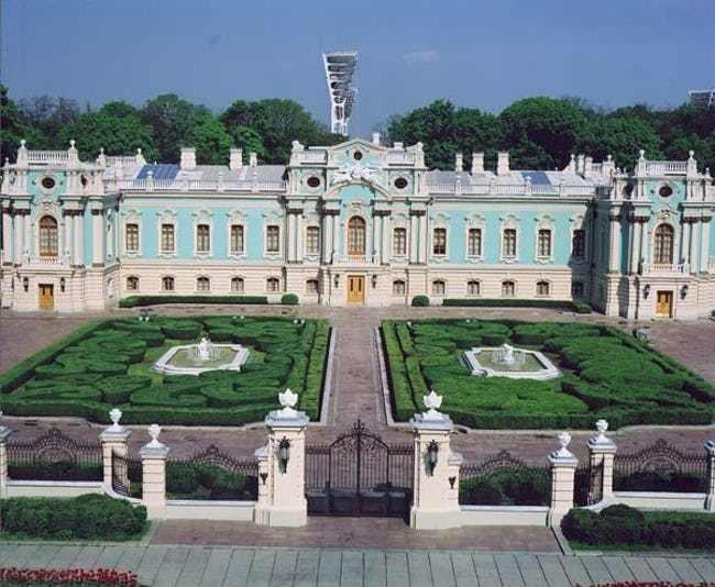 C:\Users\Админ\Desktop\mariyinsky-palace-building-attractions-photo-1.jpg
