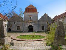Внутрішній двір Свірзького замку Львівщини